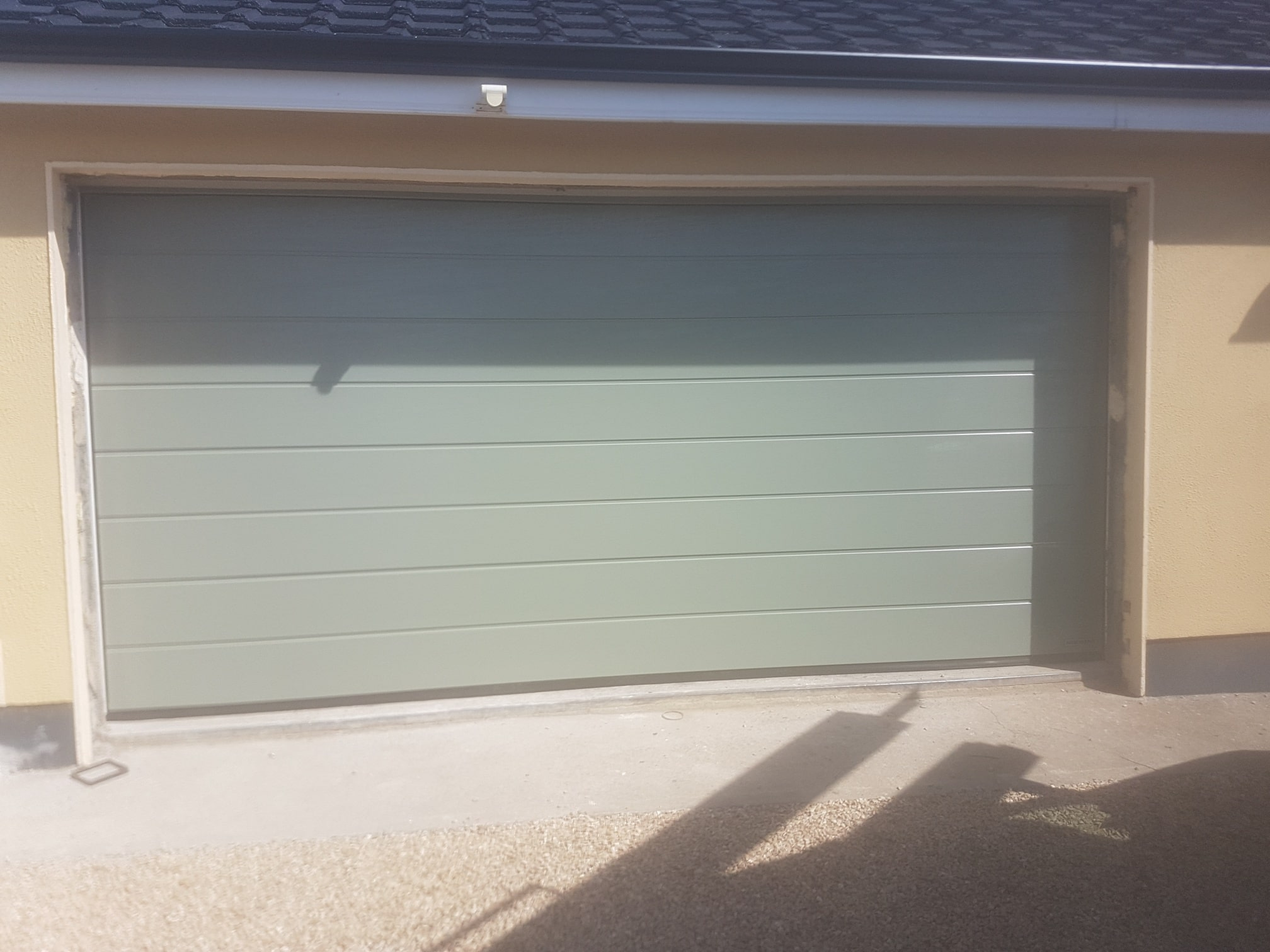 Insulated sectional garage doors 4